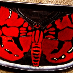 WANDERING BUTTERFLY RED PLATE